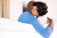 jeune étreindre africain de couples Images stock