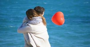Jeune étreindre de couples Image stock
