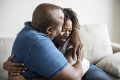Jeune étreindre gai africain de couples Photos libres de droits