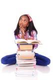 Jeune étudiant africain d'isolement sur le fond blanc Image stock