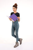 Jeune étudiant féminin attirant Image libre de droits