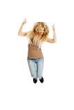 Jeune étudiant sautant avec des pouces  Images libres de droits