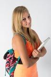 Jeune étudiante avec le livre sa main Photo stock