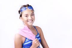 Jeune adolescent avec la serviette au-dessus de l'épaule photos stock