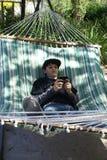 Jeune adolescent Texting au téléphone Images stock