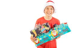 Jeune adolescent utilisant un chapeau de Santa Christmas avec un cadeau Image stock