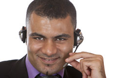 Jeune agent de centre d'attention téléphonique avec l'écouteur Image libre de droits