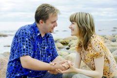 Jeune amour de couples Images libres de droits