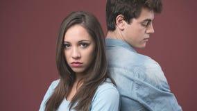 Jeune argumentation de couples Photos stock