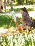 Jeune artiste en parc Images stock