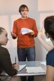 Jeune auditionner mâle pour le rôle temporaire Image libre de droits