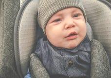 Jeune bébé garçon pleurant photo libre de droits