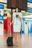 Jeune bagage de femme d'affaires Images libres de droits