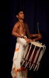 Jeune batteur indien image libre de droits