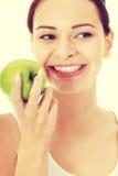 Jeune beau femme avec la pomme Image stock