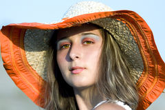 Jeune beau femme avec le chapeau Photographie stock