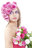 Jeune beau femme avec les fleurs roses Images stock