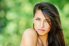 Jeune beau femme avec nu Images stock