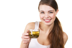 Jeune beau femme avec une cuvette de thé Photographie stock libre de droits