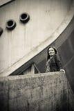 Jeune beau femme dans la ville Photos libres de droits