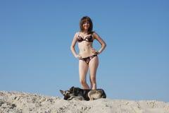 Jeune beau femme sur le sable Images libres de droits