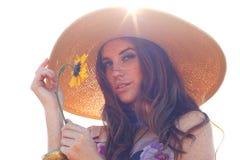 Jeune beau femme sur une zone en heure d'été Images stock