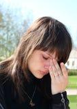 Jeune beau pleurer de fille. Photo stock