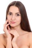 Jeune beau portrait de visage de femme de brune avec la peau saine Photographie stock libre de droits