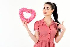 Jeune beau symbole heureux d'amour de prise de femme Photographie stock