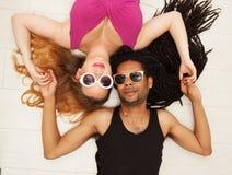 Jeune bel Afro-américain, mélangé, couples dans l'amour Photographie stock