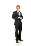 Jeune, bel homme d'affaires portant le costume noir Photo libre de droits