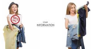 Jeune belle collection de femme dans les mains des jeans de T-shirt de choses vendant l'ensemble de modèle de magasins de mode de Photos libres de droits