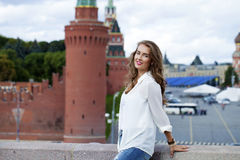 Jeune belle femme à Moscou Photographie stock libre de droits