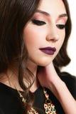 Jeune belle femme avec le maquillage de soirée image stock