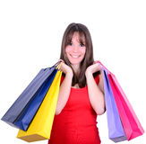 Jeune belle femme d'achats en vente tenant beaucoup le sho coloré Image stock