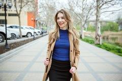 Jeune belle femme d'affaires photos libres de droits
