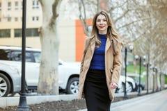 Jeune belle femme d'affaires image libre de droits