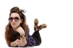 Jeune belle femme dans la rétro goupille- de style photos libres de droits