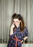 Jeune belle femme dans la rétro goupille- de style photo stock