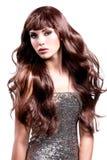 Jeune belle femme dans la robe argentée Photo libre de droits