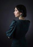 Jeune belle femme dans le rétro style photos libres de droits