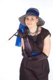 Jeune belle femme dans une robe pour des cocktails et un chapeau Image stock