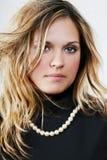 Jeune belle femme sexy de blondee sur le blanc Photo stock