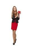 Jeune belle femme tenant la petite boîte rouge OIN de portrait de studio Photographie stock