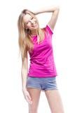Jeune belle femme utilisant le T-shirt rose Photos stock