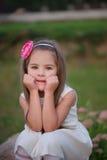 Jeune belle fille avec le long cheveu Images stock