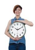 Jeune belle fille tenant une grande horloge murale Photos libres de droits