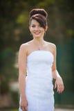 Jeune belle jeune mariée élégante mignonne gaie, épousant la célébration Photographie stock libre de droits