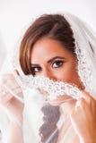 Jeune belle jeune mariée images stock