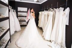 Jeune belle jeune mariée Photos stock